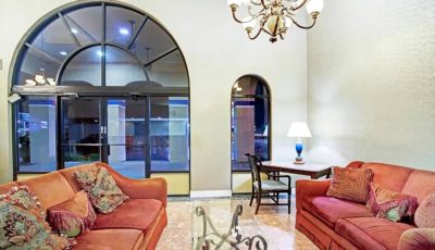 Travelodge_suites_east_gate_orange_lobby_01