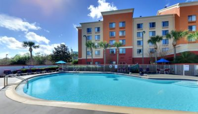 Comfort-inn-suites-universal-cc-pool-04