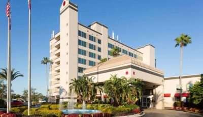 Hotel Ramada Gateway: View Of Front