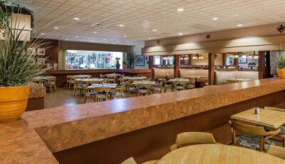 Hotel Ramada Gateway: Dining Area With Tables