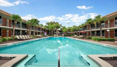 Hotel Ramada Gateway: Outdoopr Pool View