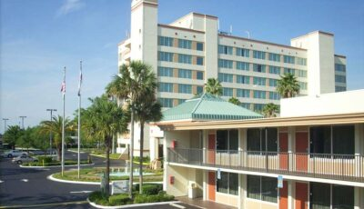 Hotel Ramada Gateway: Outdoor View Of Front